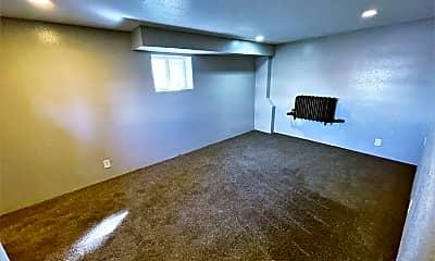 Living Room, 421 E 9th Ave, 2