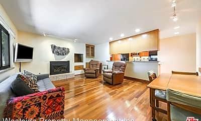 Living Room, 2314 Oak St, 1