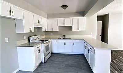 Kitchen, 985 N Park Cir Dr, 1