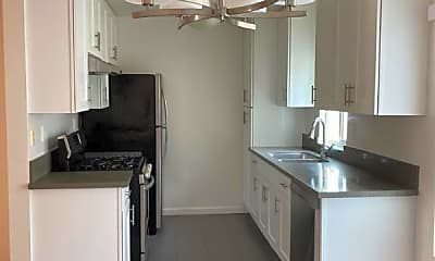 Kitchen, 632 Ocean Park Blvd, 1
