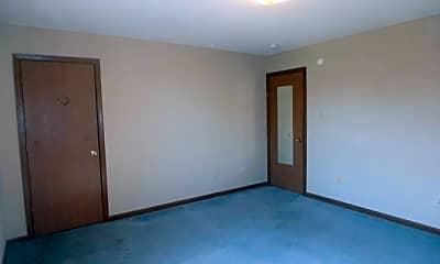 Building, 900 Moss St, 2