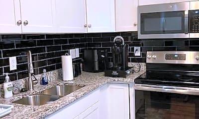 Kitchen, 2128 Courtland Ave B, 1