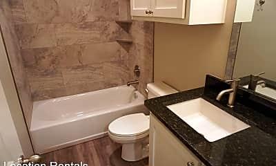 Bathroom, 5843 Itasca St, 2