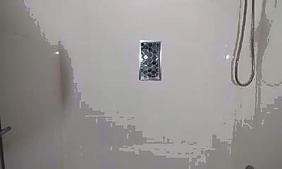 Bathroom, 631 Lytle St, 1