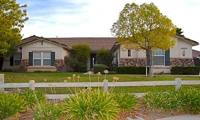 Building, 700 River Oaks Dr, 1