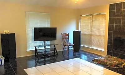 Living Room, 817 Baxter Dr, 1