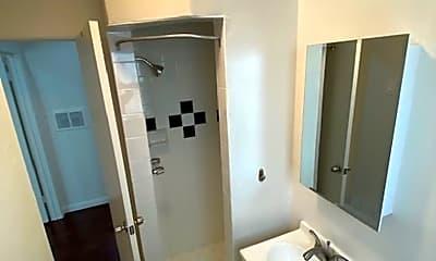Bathroom, 2009 Vanderbilt Ln, 2