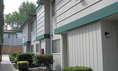 Royal Garden Apartments, 2