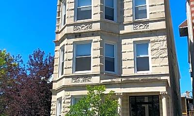 Building, 2558 W Walton St, 1