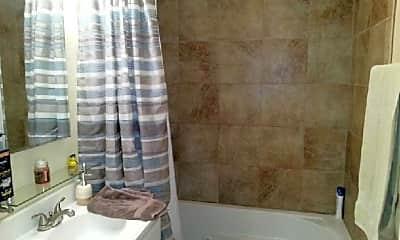 Bathroom, 5520 W Lawrence Ave, 2
