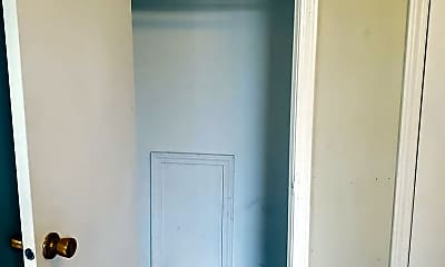 Bathroom, 1203 Shelby Ave, 2