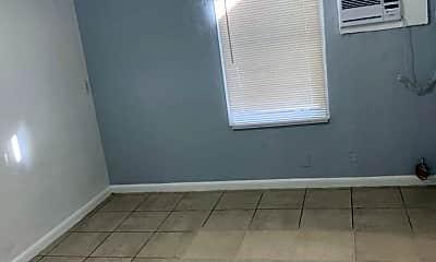 Bedroom, 424 N Federal Hwy, 2