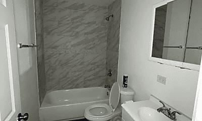 Bathroom, 2409 S Hoyne Ave, 2