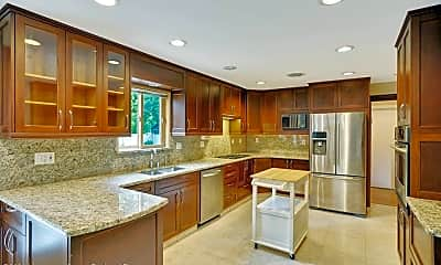 Kitchen, 77 Pinewood Ave, 2