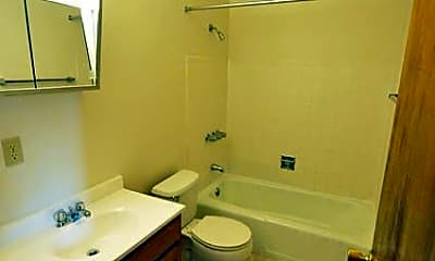 Bathroom, 1001 E Rich St, 1