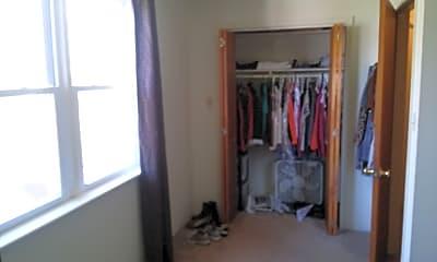 Bedroom, 400 N Grove St, 2