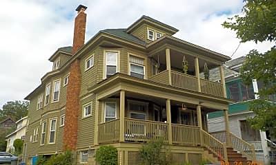 Building, 262 Roosevelt Ave, 1