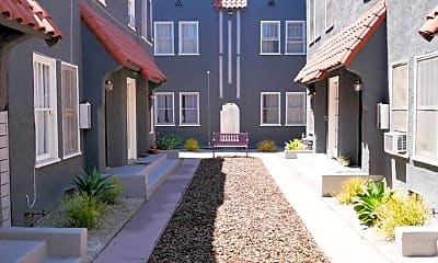 Building, 2615 S Victoria Ave, 2