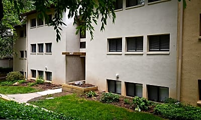 Building, 5659 Harpers Farm Rd D, 1