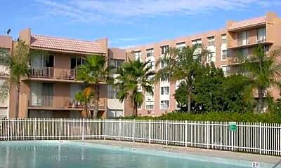 Center Court Apartments, 1