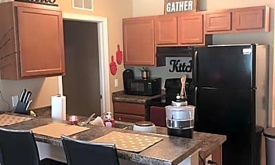Kitchen, Student Housing - The Villas At Black Hawk, 2