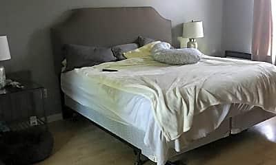Bedroom, 7922 Lake Crest Dr, 2