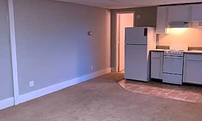 Bedroom, 821 E Walnut St, 2
