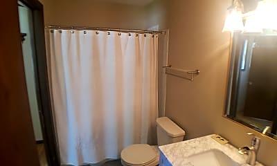 Bathroom, 607 Northland Ave, 2