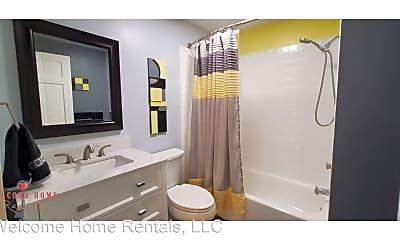 Bathroom, 1639 9th Ave SW, 2