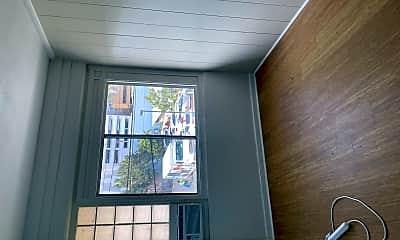 Living Room, 916 Queen St, 2
