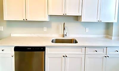Kitchen, 273 Maverick St, 1