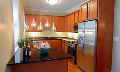 Kitchen, 4500 S King Dr, 1
