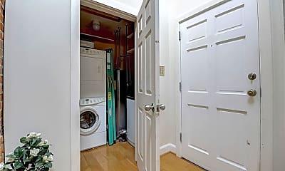 Bathroom, 714 Buchanan St 18, 2