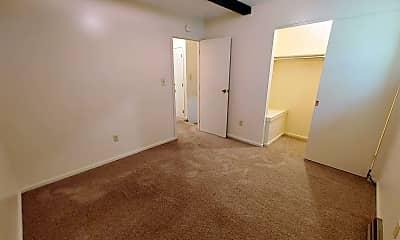 Living Room, 2020 Iuka Ave, 2
