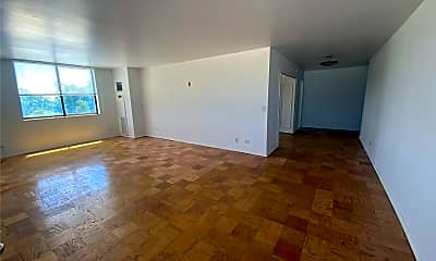 Living Room, 270-10 Grand Central Pkwy 1W, 1