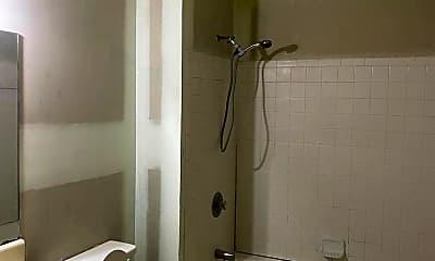 Bathroom, 512 Creekview Dr, 2