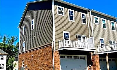 Building, 258 Venango Trail, 2