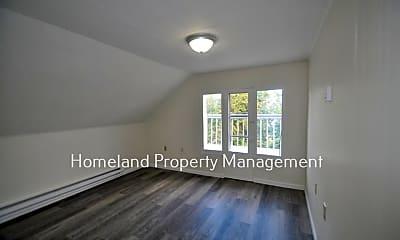 Bedroom, 728 E Bridgeport Ave, 1