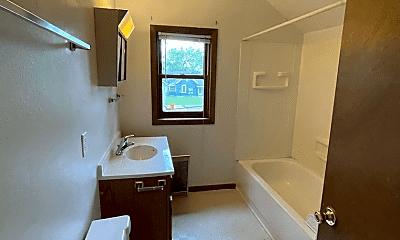 Bathroom, 716 Niagara St, 2