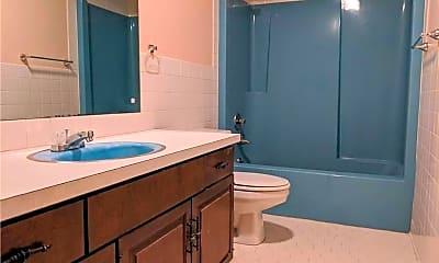 Bathroom, 317 S 7th St, 2
