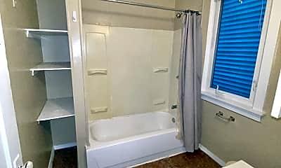 Bathroom, 4735 Woodlawn Avenue, 2