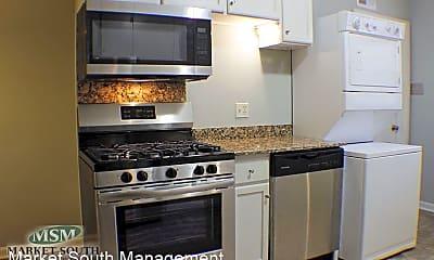 Kitchen, 916 Maupas Ave, 1