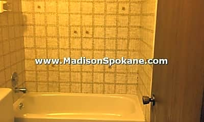 Bathroom, 515 E Hawthorne Rd, 2