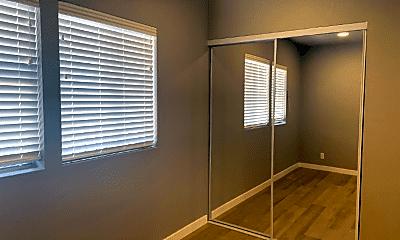 Bedroom, 356 E Edgeware Rd, 2