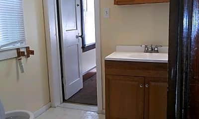 Bathroom, 1714 S 5th St, 2