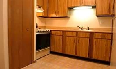 Yender Apartments, 2