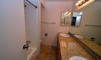 Bathroom, 931 N Euclid Ave 109, 2