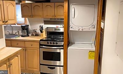 Kitchen, 251 Fulton St F, 2