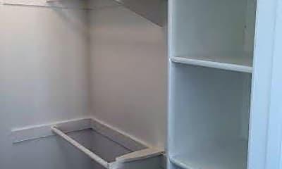 Living Room, 210 Woodland Pkwy, 2