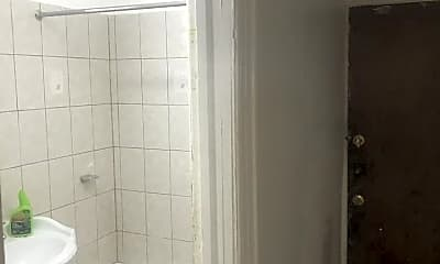 Bathroom, 147-43 Ferndale Ave, 1
